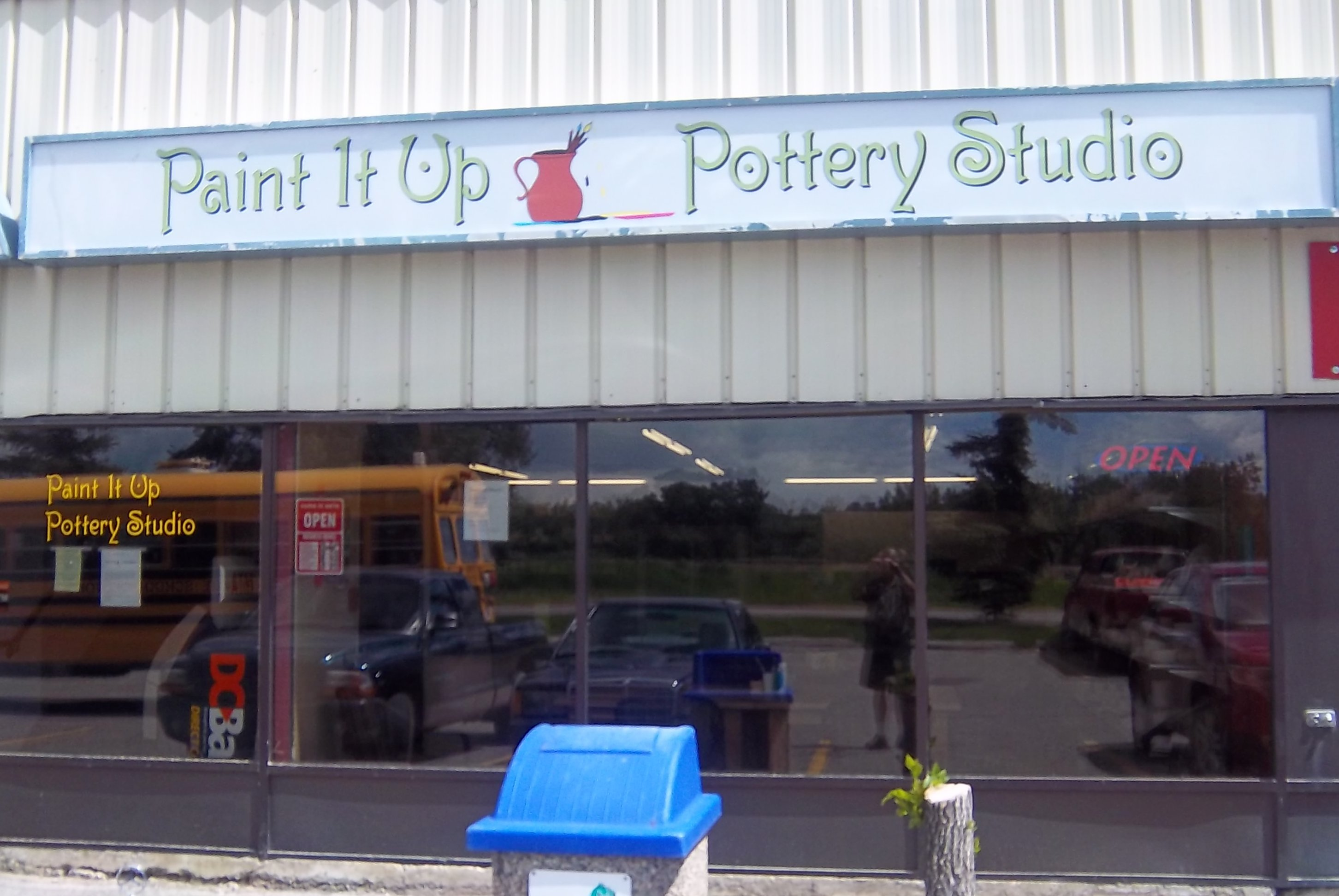 Store front for Paint It Up Pottery Studio