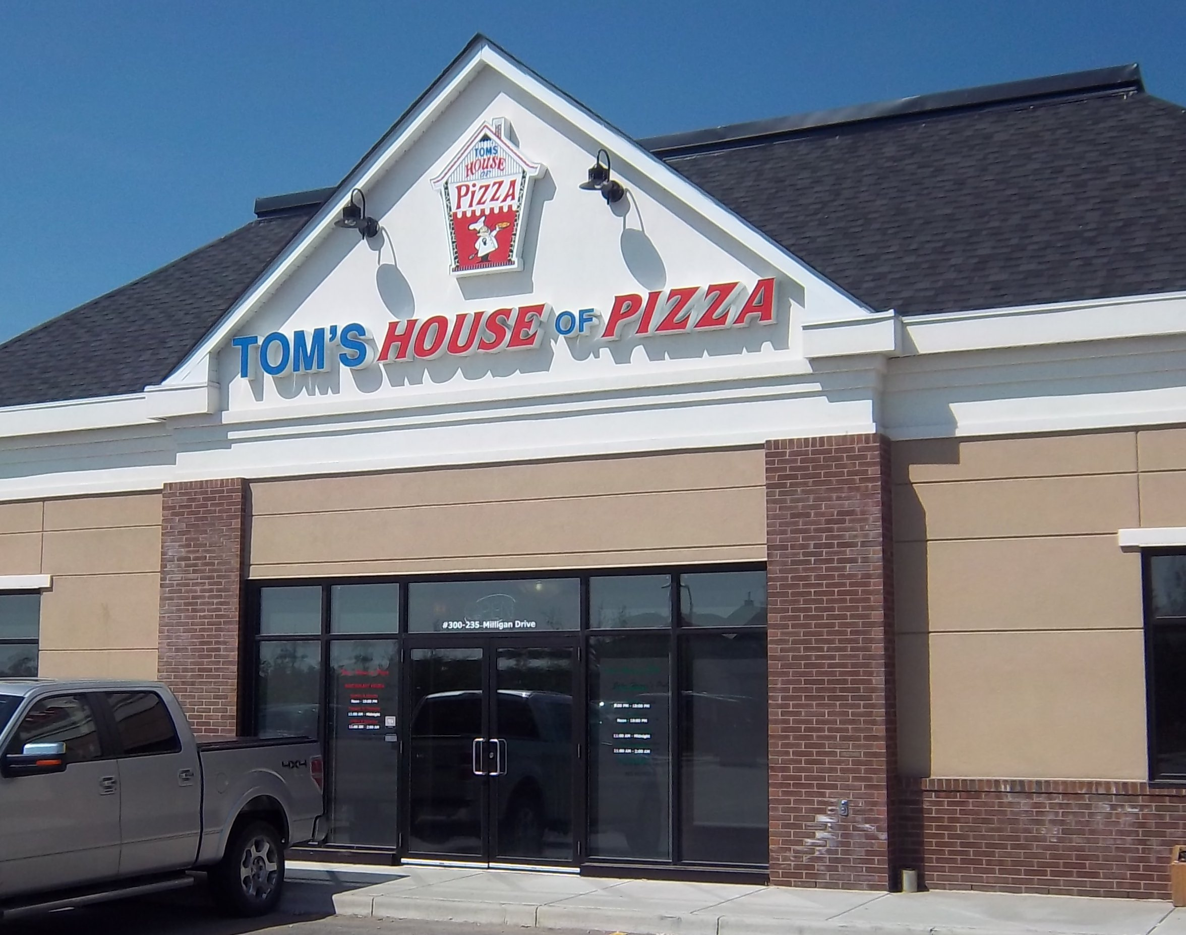 Store front for Tom's House of Pizza